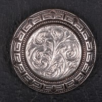 1920s small silver round etched brooch
