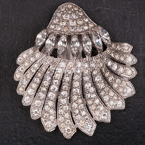 1930s Dress clip in a shell shape with diamante and an etched clip