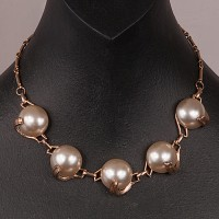 1940s Exquisite Designer flat Pearl Necklace set in goldtone metal on a beautiful chain