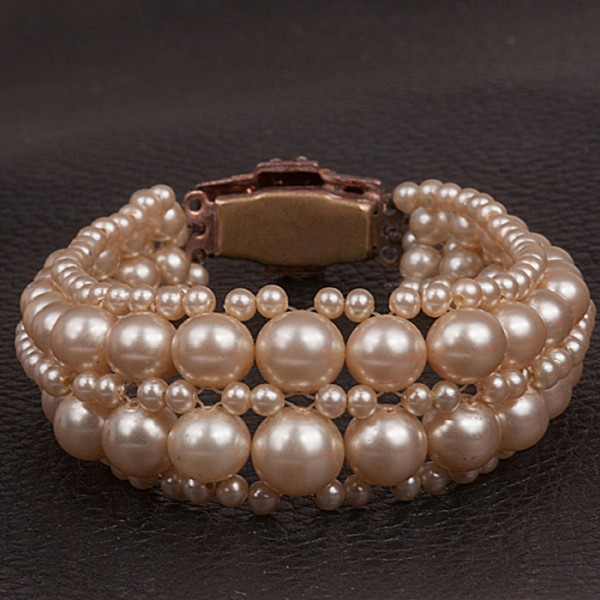 1940s Pearl Bracelett with diamante clasp