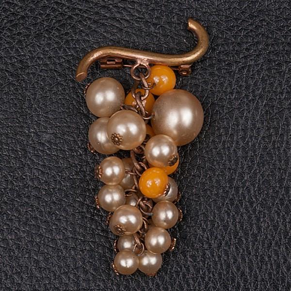 1940s beautiful pearl brooch with mango tone glass beads