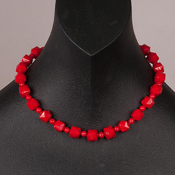 1950s single row glass red square bead necklace