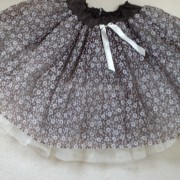 Close_up_brown_and_white_petticoat - detail 2