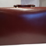 Brown_leather_briefcase_rear